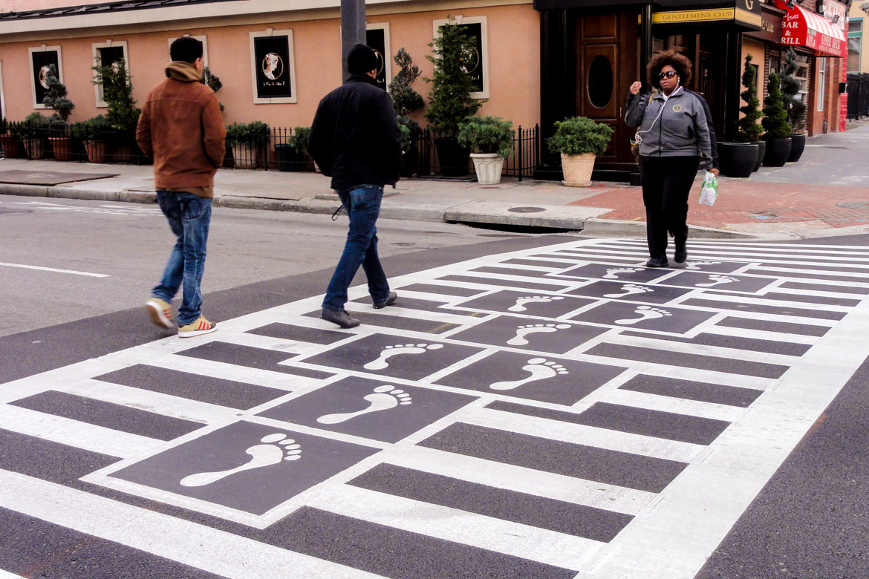 Hopscotch Crosswalk Colossus - people crossing