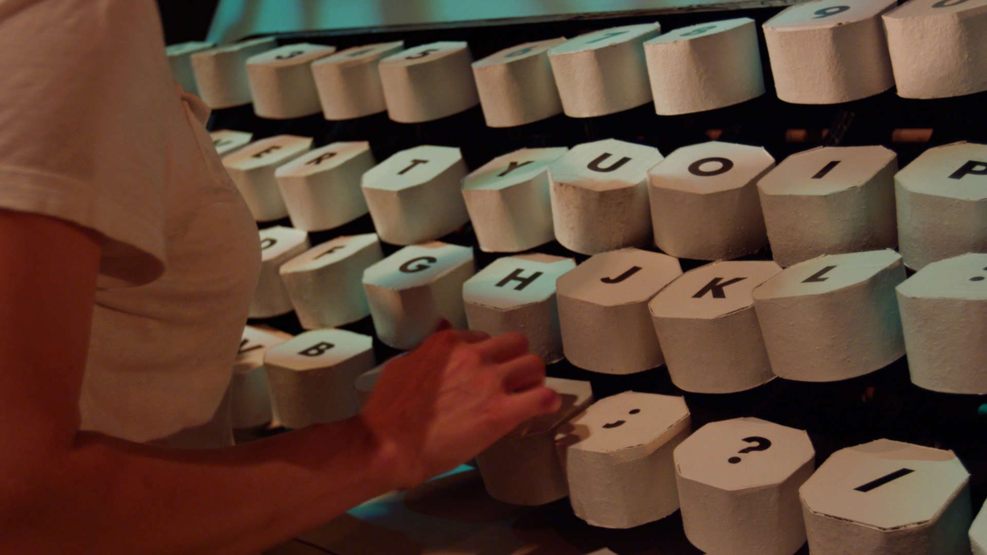 Typing; the first scene, an operatic journal entry