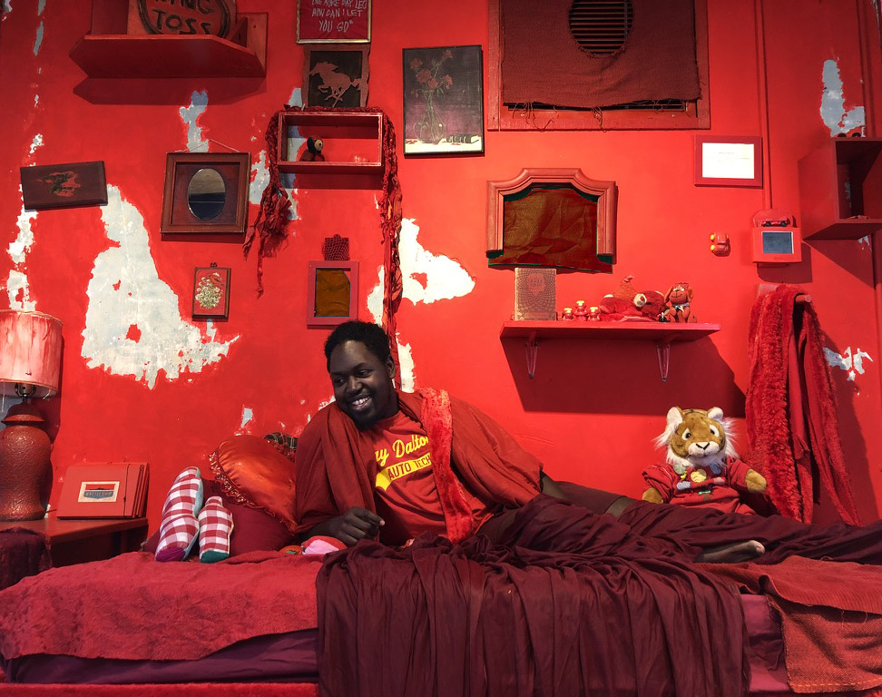 Shelter Elsewhere Fellow, Kinari Council, lounging in his custom red environment.
