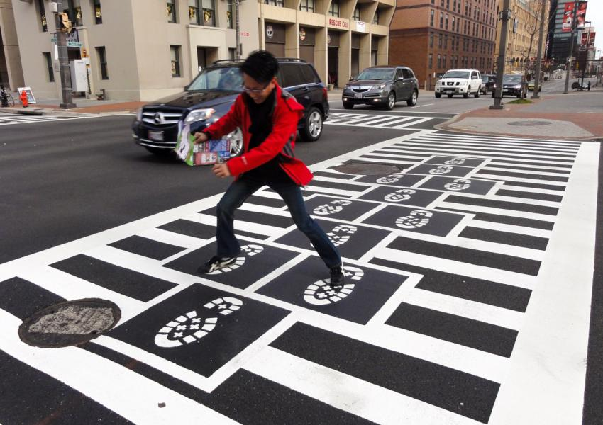 Hopscotch Crosswalk Colossus - man jumping