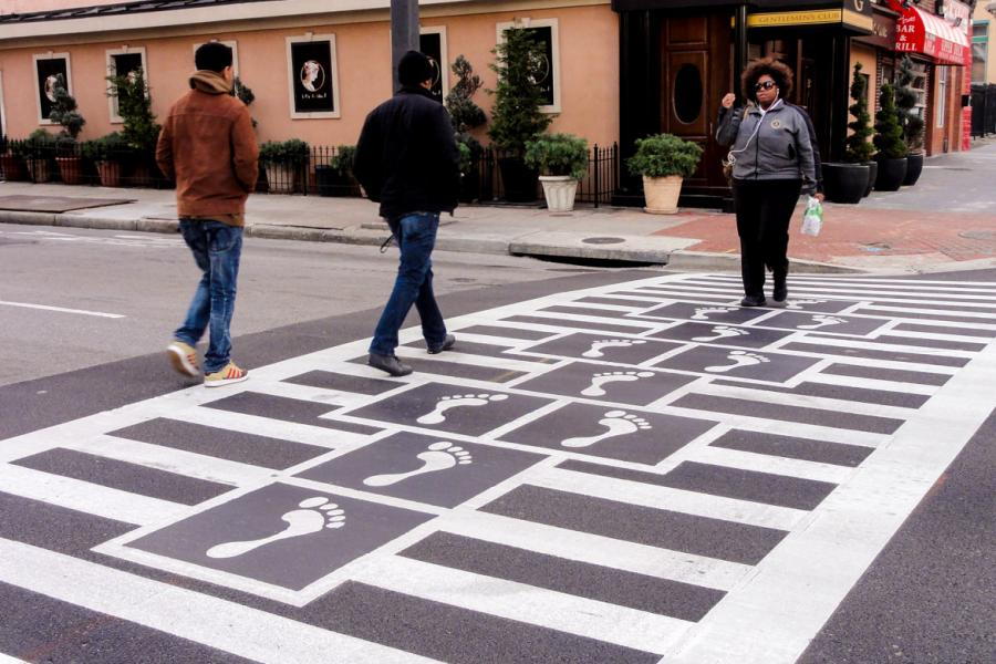 Hopscotch Crosswalk Colossus - people crossing