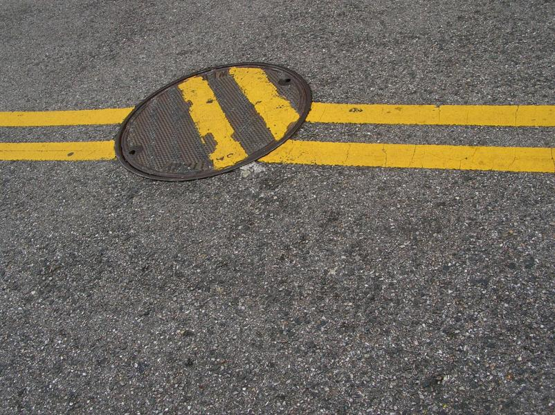 manhole-impaired yellow stripes