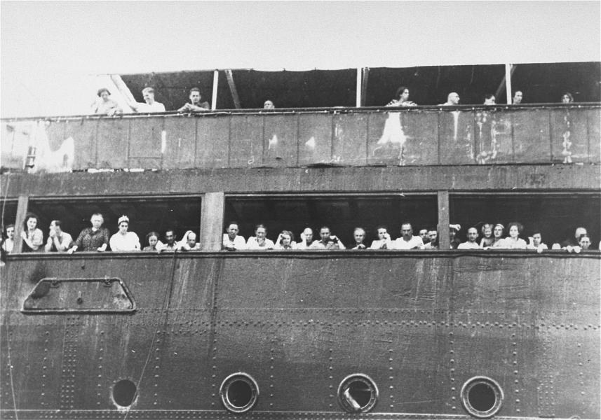 St. Louis Arrives in Havana Courtesy USHMM.jpeg
