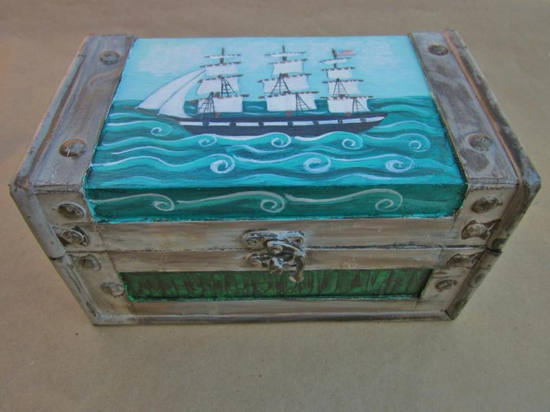 Jewelry box with whaling scene and grained panel