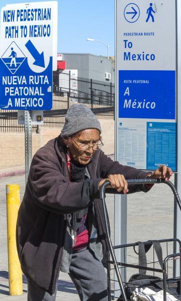 San Ysidro-Mexico-border-crossing-pedestrian