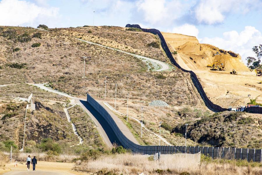 San Ysidro-USA-Mexico-border-walls-landscape