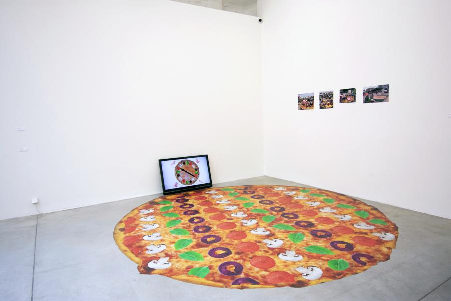Pizza party twister